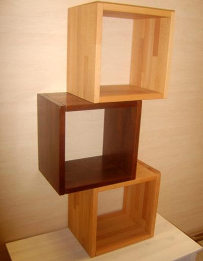 Regal Kubisch drei Fächer